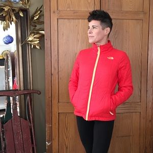 NWT! 🎁 The North Face Bombay jacket melon red S